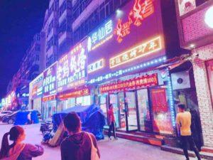 中華料理屋の前にきました